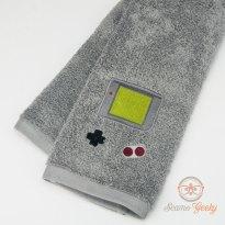 Etsy SeamsGeeky Game Boy Handtuch (2)