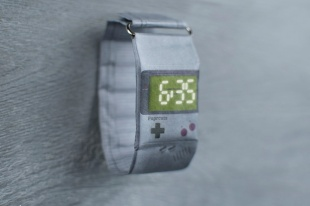 Paprcuts Uhr Game Boy_1